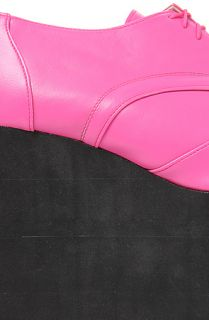 Deandri Shoe Smooth Faux Leather Elroy Oxford in Hot Pink and Black Foam