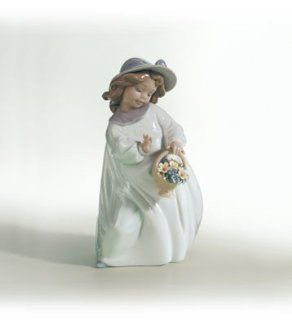 Lladro Happiness 06685 Girl with Flowers   Collectible Figurines