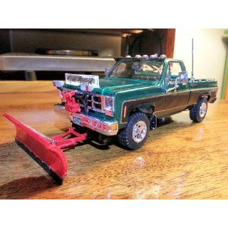 Revell GMC Pickup with Snow Plow Plastic Model Kit Toys & Games