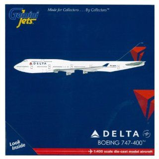 Gemini Jets Delta 747 400 Diecast Aircraft, 1400 Scale Toys & Games