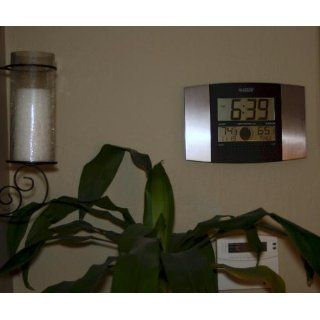 La Crosse Technology WS 8117U IT AL Atomic Wall Clock with Indoor/Outdoor Temperature   Weather Monitor Clocks