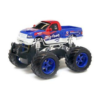 New Bright   124 Radio Control Monster Truck Ford Big Foot Toys & Games