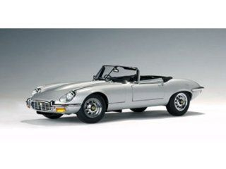 Jaguar E Type Roadster Series III V12 1/18 Silver Toys & Games
